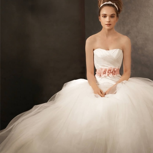 543eb64ac947 Vera Wang Dresses | Champagne And Ivory Tulle Ballgown | Poshmark